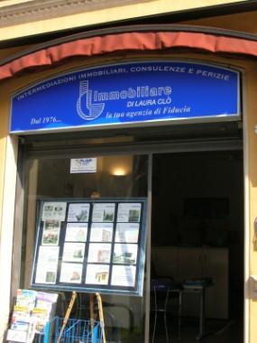 Vetrina Ufficio Agenzia Immobiliare